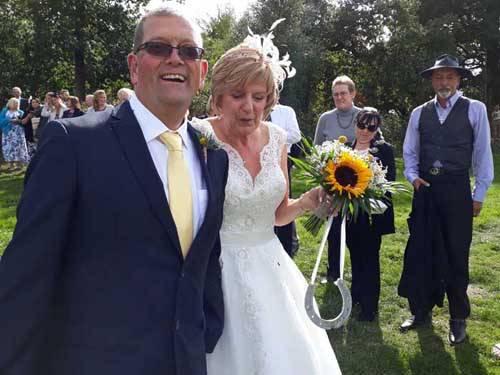 newly married couple holding horse shoe