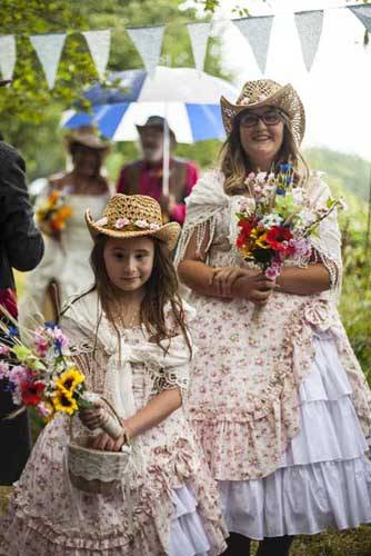 children dressed up for a wedding